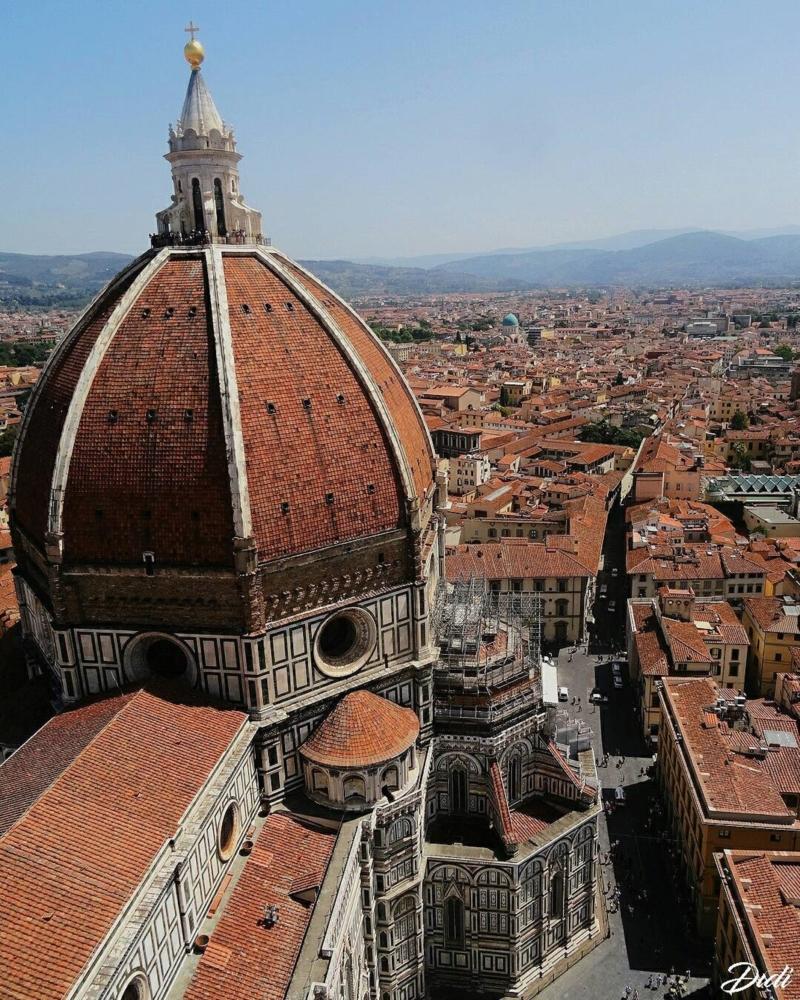 Uno dei simboli della città, la Cupola di Firenze vista dal campanile di Giotto, un punto di vista che permette di vedere tutta Firenze. Oltre 400 gradini scalati per scattare questa foto.